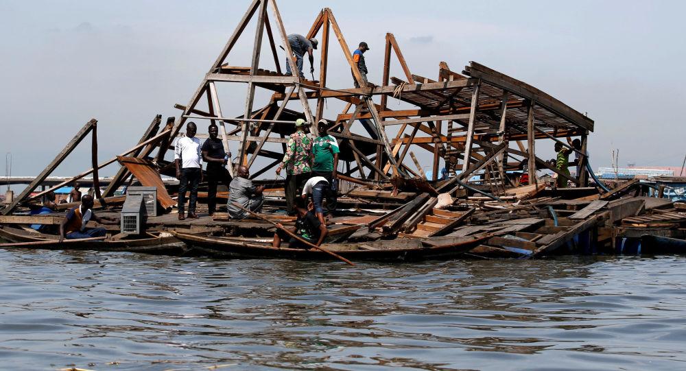 尼日利亞馬可可河上被博科聖地摧毀的浮動學校