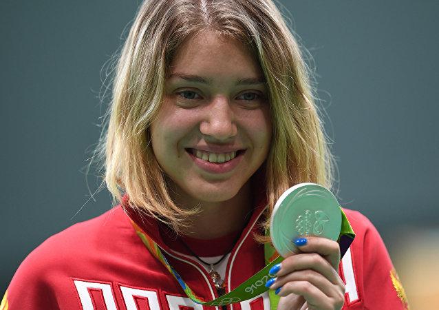 俄女將巴扎拉什金娜贏得女子10米氣手槍決賽銀牌