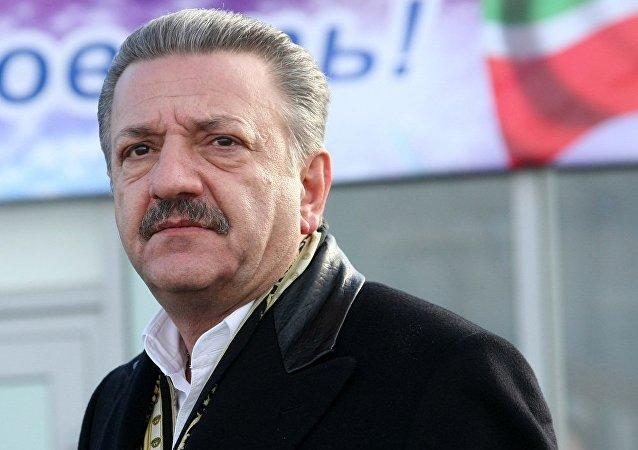前切爾基佐沃市場老闆捷利曼·伊斯梅洛夫