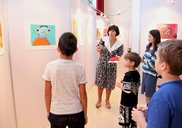 俄罗斯青少年美术作品在北京俄罗斯文化中心展出