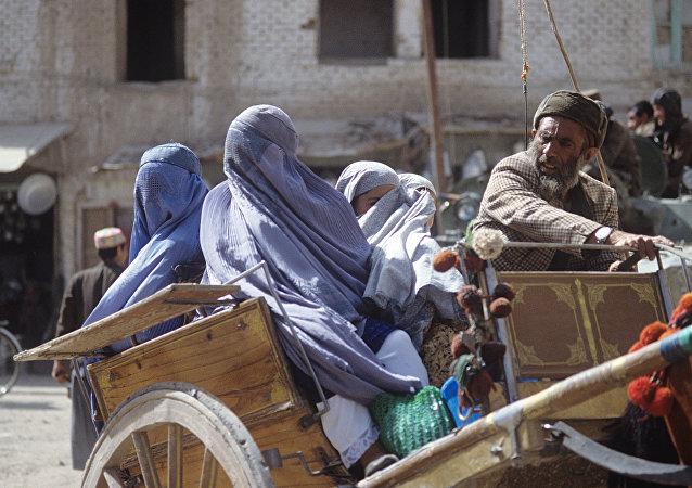 媒体:阿富汗至少20名平民遭劫持