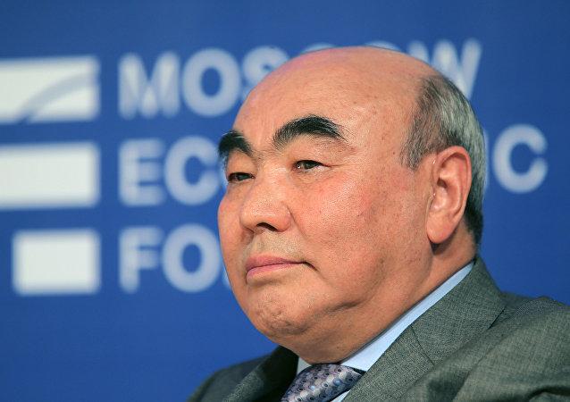 吉爾吉斯前總統阿卡耶夫在比什凱克接受刑事調查