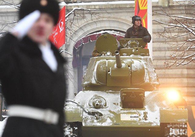 莫斯科举行阅兵式纪念1941年红场阅兵75周年