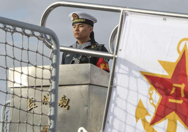 美官员称中国军方今天将向美舰交还潜航器