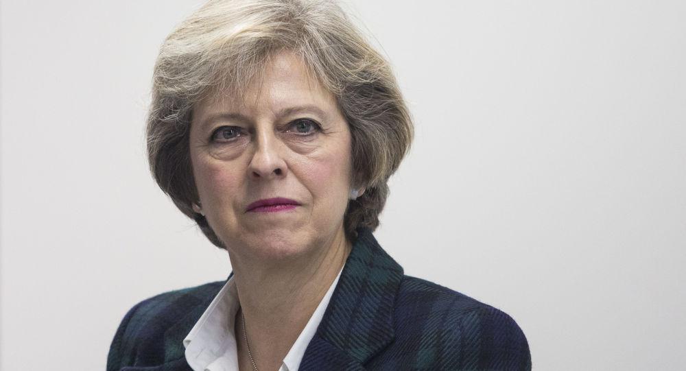 英首相:倫敦希望與俄羅斯有不同的富有成效的關係