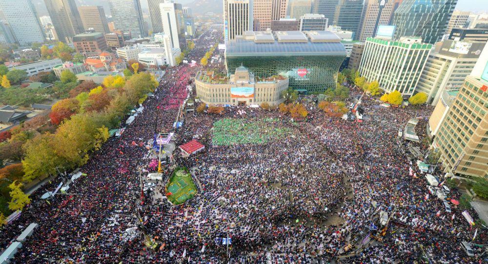 首尔130万人参加支持朴槿惠游行