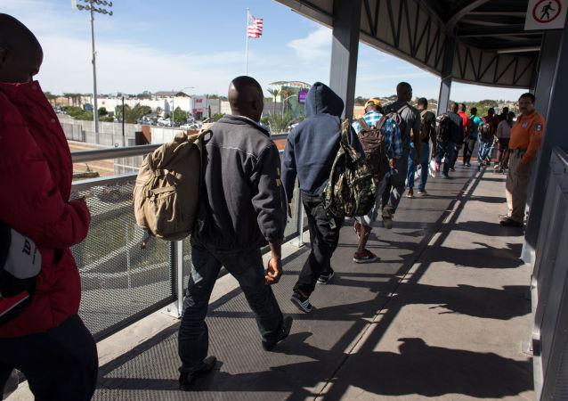 特朗普簽署命令限制無醫保移民入境美國