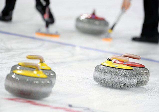 俄羅斯冰壺選手在世錦賽贏得銀牌