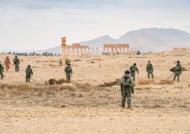 俄工兵在巴尔米拉使用最新机器人排雷