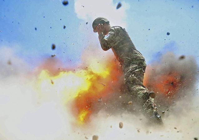 美國軍事攝影師拍下死亡前最後一秒爆炸瞬間