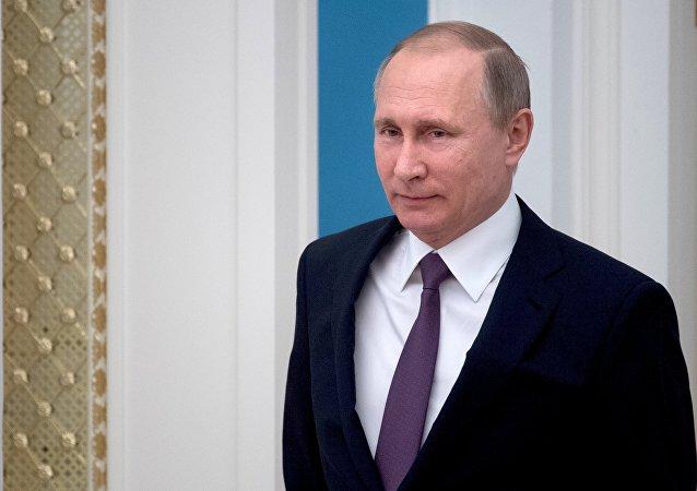 普京授予塞前總統友誼獎章以表彰其加強與俄夥伴關係