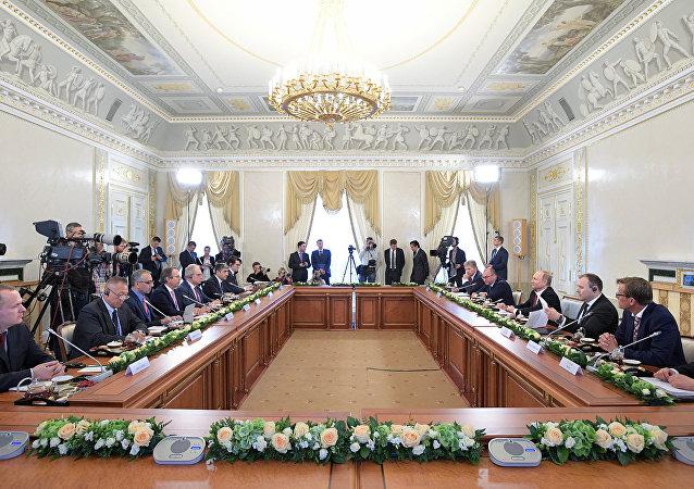 普京:俄擬在絲綢之路經濟帶框架下發展對華合作