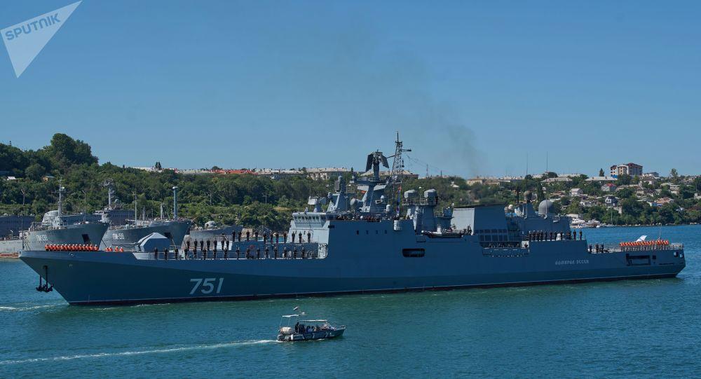 """俄海军""""埃森海军上将""""号护卫舰"""
