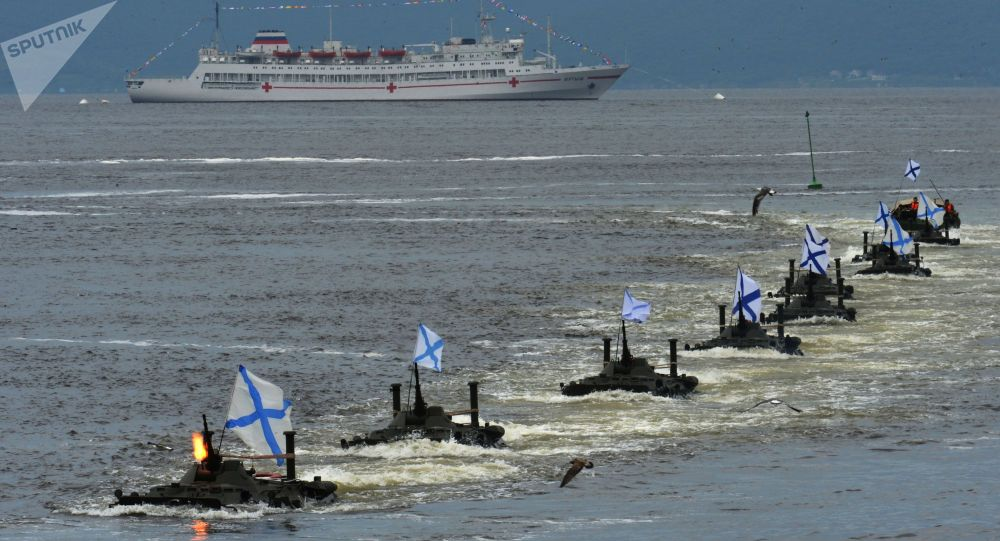 符拉迪沃斯托克举行海上阅兵式纪念俄罗斯海军日