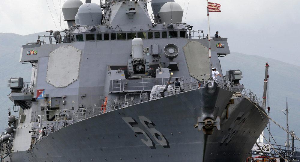 """俄国防部表示,进入俄罗斯领海的美国海军""""约翰•麦凯恩""""号驱逐舰驶入边界线两公里"""