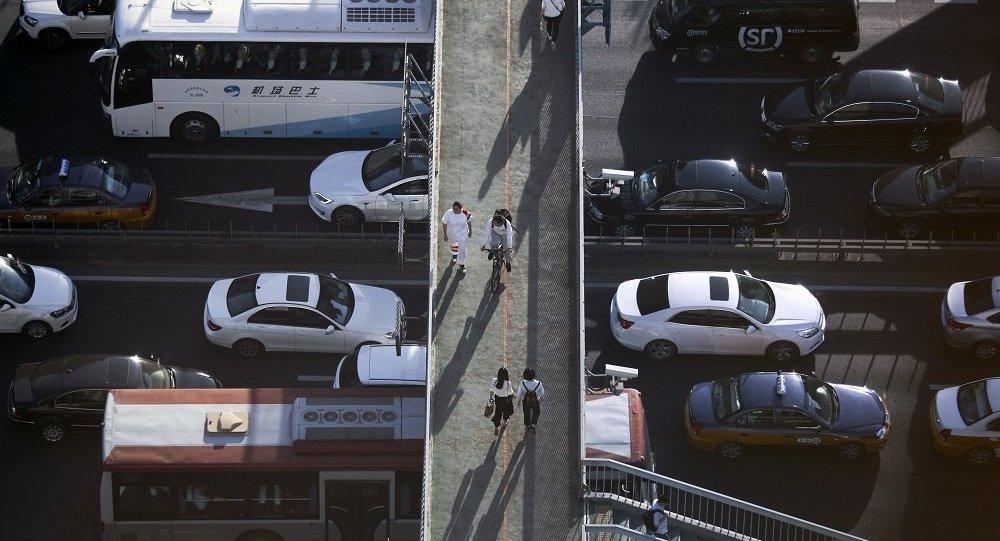暂停中高风险地区所在城市跨城公交、出租车、顺风车业务