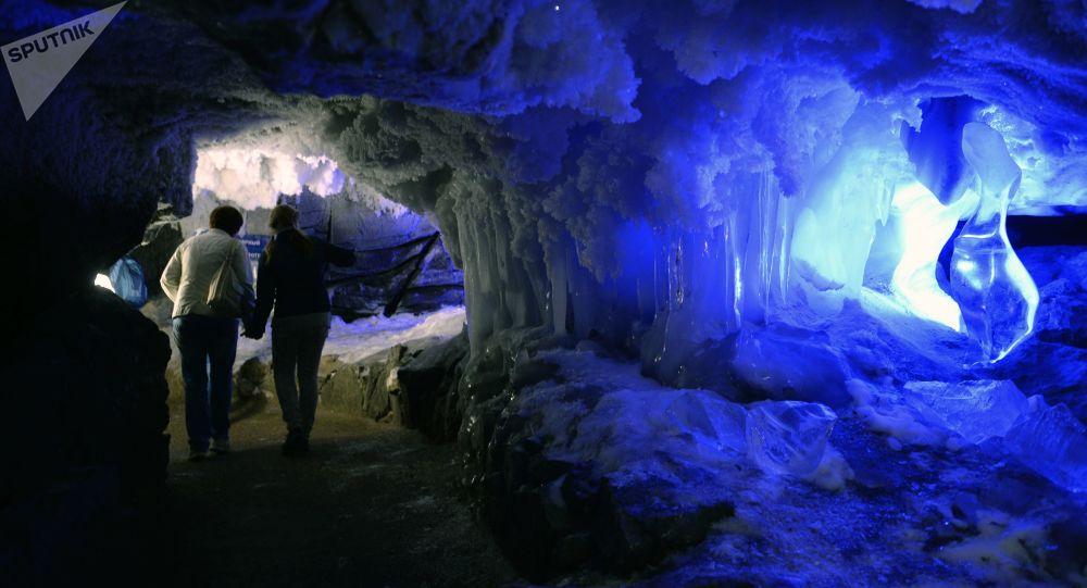 俄彼尔姆州昆古尔冰洞准备接待中国游客