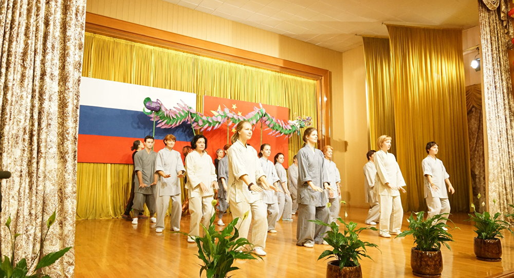 莫斯科氣功功夫學校教師和學員們做了精彩表演