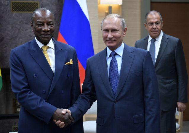 俄罗斯总统普京与几内亚共和国总统孔戴