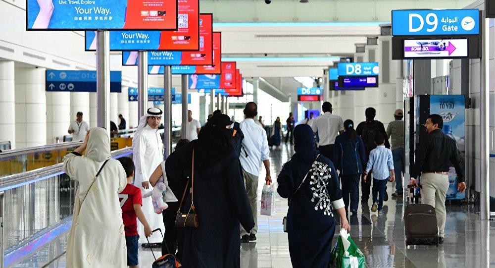 兩架飛機在迪拜機場滑行期間相撞