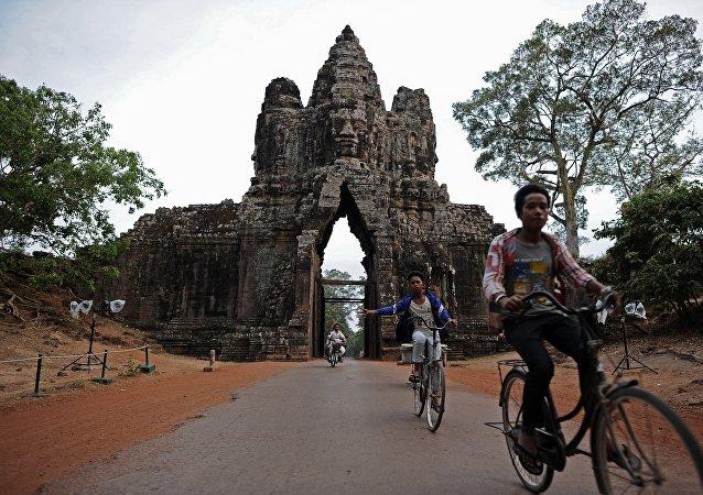 美国归还柬埔寨价值380万美元的走私文物