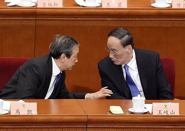 十九大新闻发言人:中国已形成反腐败斗争压倒性