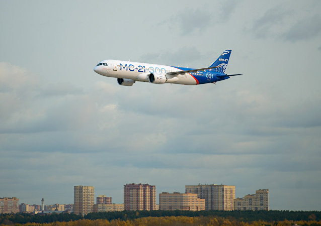 俄技術集團總裁表示,俄首批量產型MC-21客機將推遲一年下線。