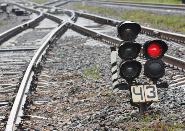 俄铝几内亚下属企业两货运列车相撞造成8人受伤