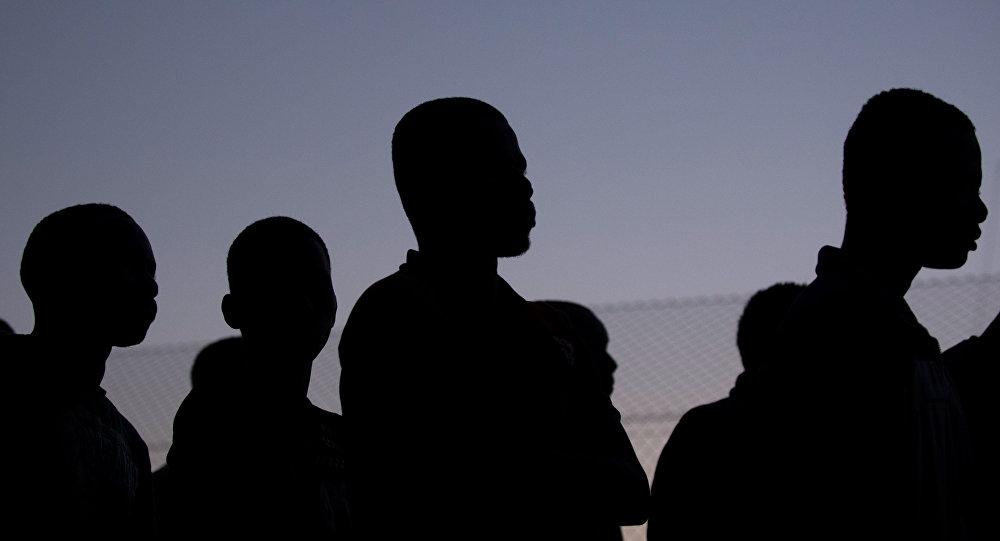媒体:至少300名非法移民在梅利利亚进入西班牙