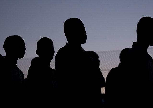 媒體:至少300名非法移民在梅利利亞進入西班牙