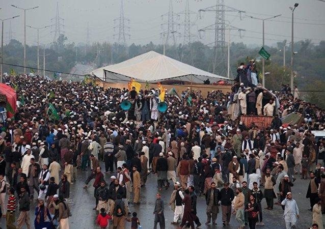 巴基斯坦反对党领袖号召军队协助镇压首都抗议活动