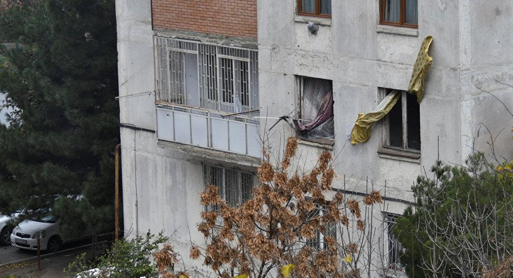 特种部队在第比利斯针对藏有恐怖分子嫌犯的建筑发动强攻