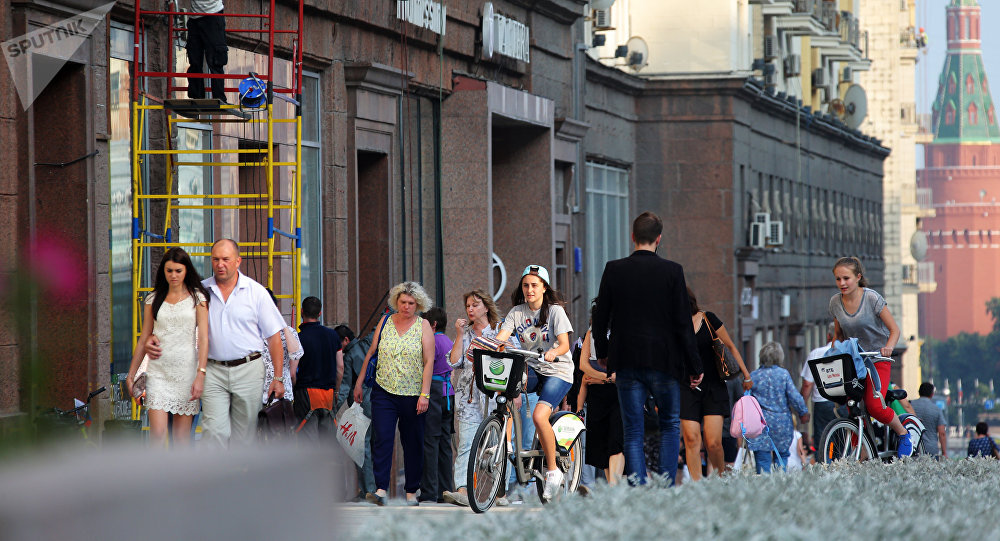 民調:四分之三的俄羅斯人在休假期間工作