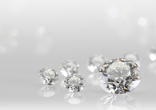 世界上第一雙鑲滿鑽石的白金鞋