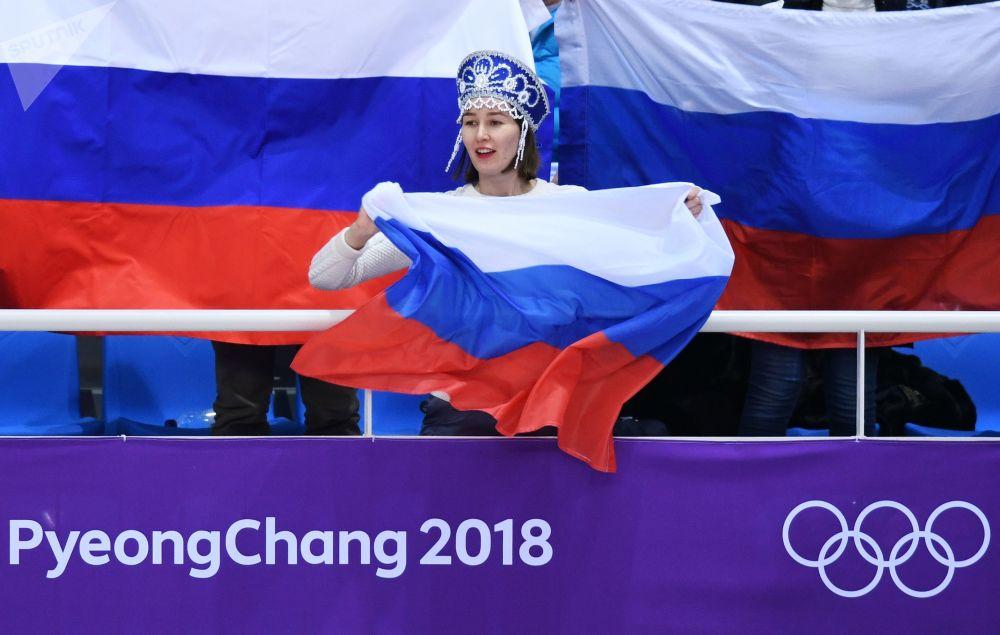 冬奥会上的俄罗斯美女啦啦队员