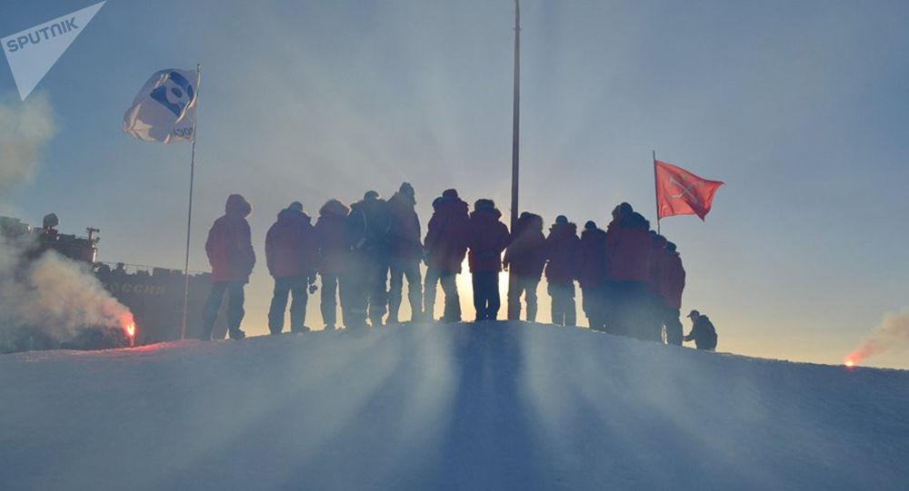 普京:得益于极地工作者俄罗斯才能积极发展极地和近极地地区的基础设施