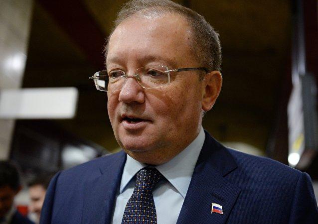 俄驻英大使使亚历山大•雅科维科