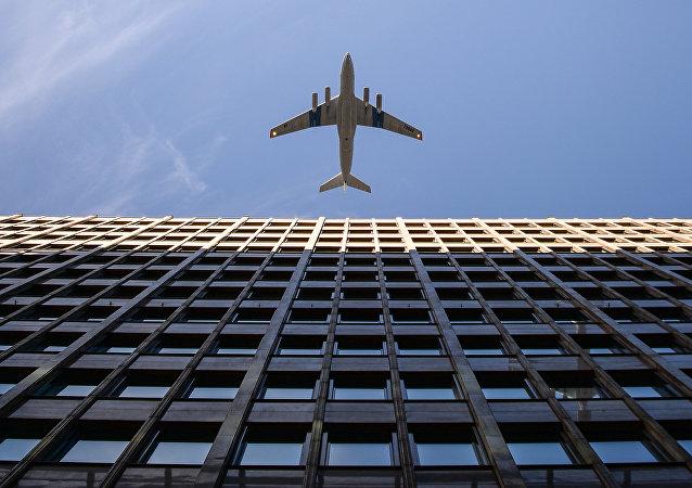 俄罗斯30多名儿童乘飞机从巴格达飞往莫斯科