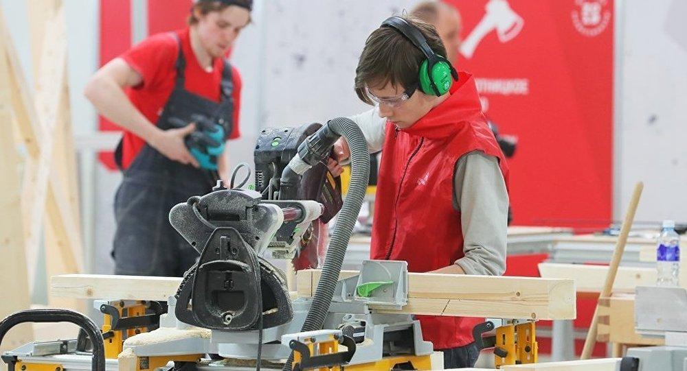 俄罗斯专家帮助中国举办WorldSkills标准的示范比赛