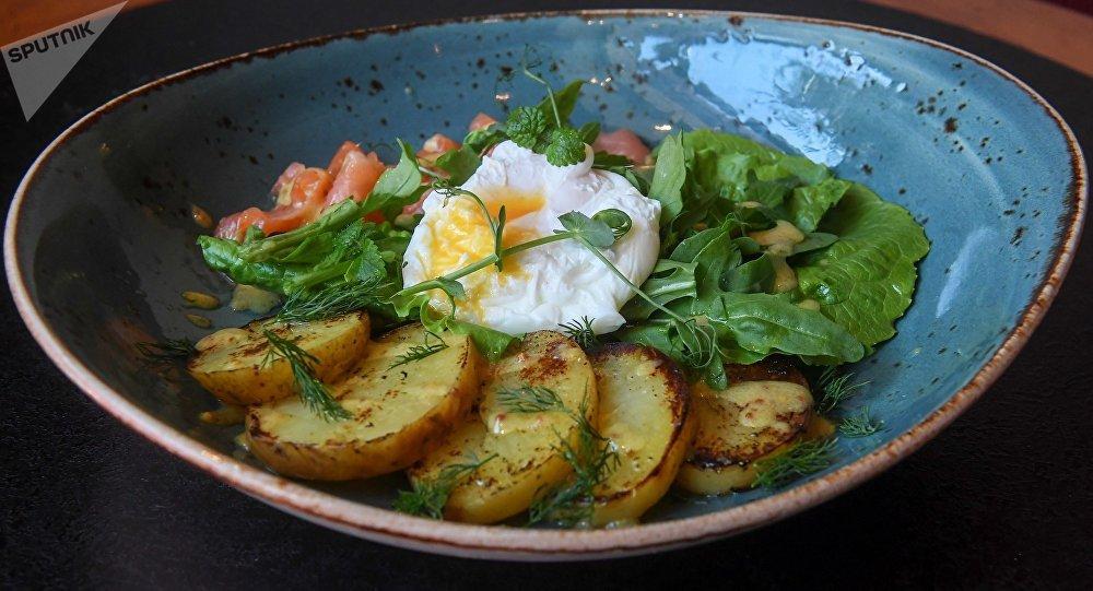 鲑鱼荷包蛋土豆沙拉