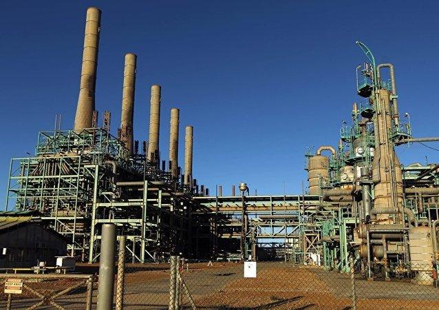 利比亚国务部长:利计划将石油产量提高到每天200万桶