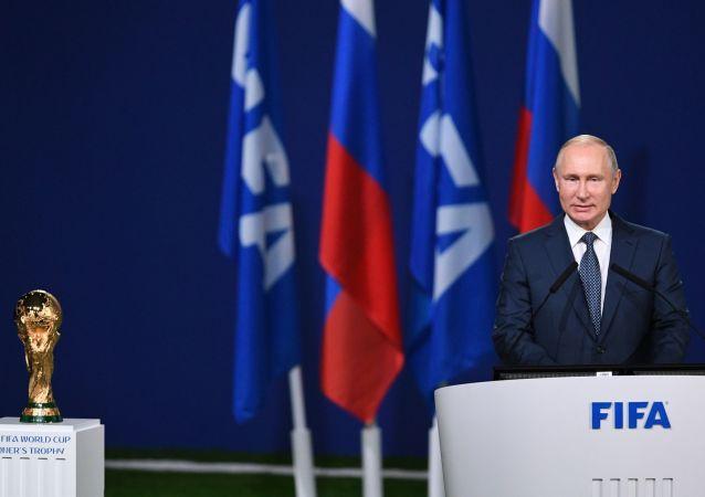 Президент РФ Владимир Путин выступает на заседании 68-го конгресса Международной федерации футбола накануне старта чемпионата мира по футболу