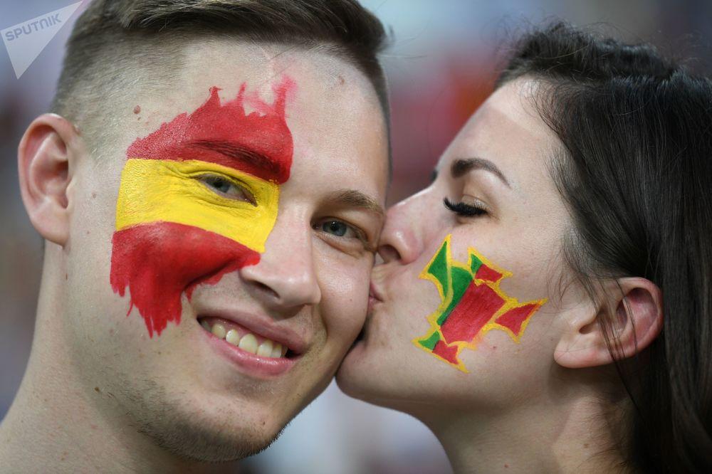 在2018年世界杯上,在葡萄牙和西班牙小組賽前的西班牙球迷。