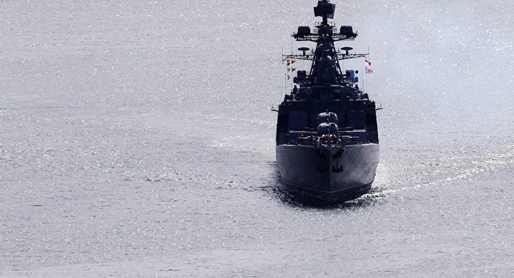 俄太平洋舰队和日海上自卫队舰艇进行联合搜救演习