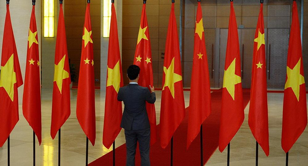 为什么越南靠拢美国但又不想和中国搞僵?