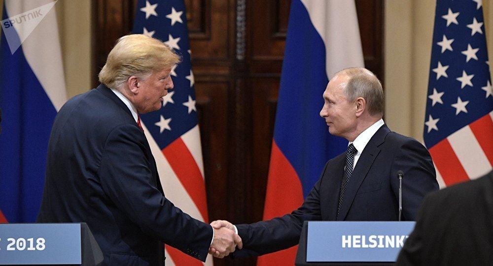 美国总统唐纳德·特朗普会见俄罗斯总统弗拉基米尔·普京