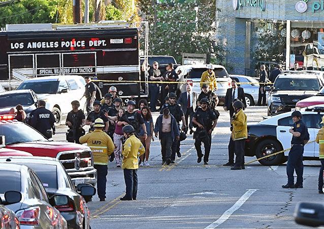 洛杉磯凶犯躲避警察闖入商店 導致店內一名女性死亡