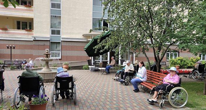 莫斯科第三十一老职工养老院,散步。