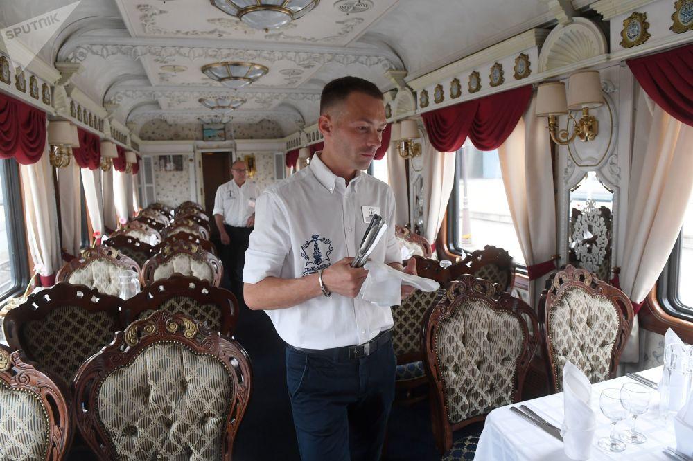 「俄羅斯帝國」號旅遊列車啓程