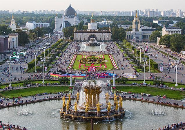過百萬莫斯科人在國民經濟展覽中心慶祝城市日